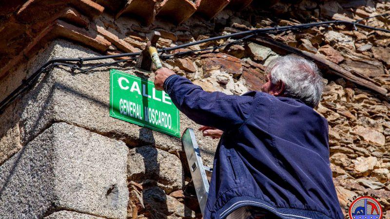 Sustituyen los nombres de siete calles dedicadas a militares del franquismo en San Miguel de Serrezuela