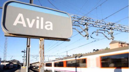 Usuarios del tren de Ávila protestan