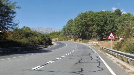 Un muerto en una colisión entre dos motos en Ramacastañas (Ávila)