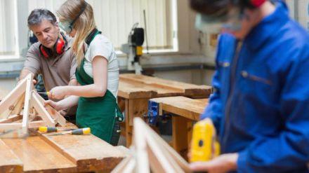 Educación se propone aumentar la matrícula de alumnas en los ciclos de Formación Profesional tradicionalmente masculinos