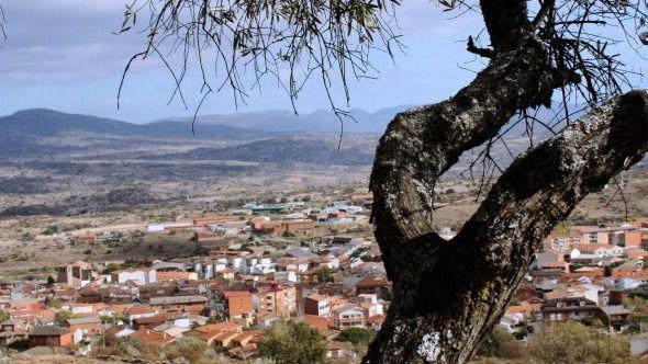 Fallece una mujer de 35 años en el choque de un turismo y un camión en El Tiemblo (Ávila)