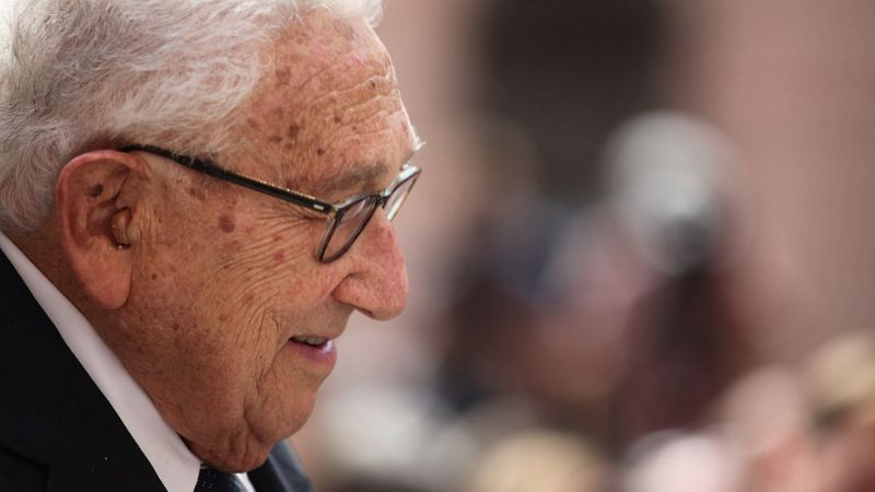¿Regresa Kissinger?