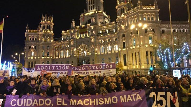 Decenas de miles de mujeres colapsan Madrid para denunciar la violencia machista