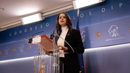 Arrimadas pide a Sánchez una reunión para que 'no dependa de populistas y nacionalistas'