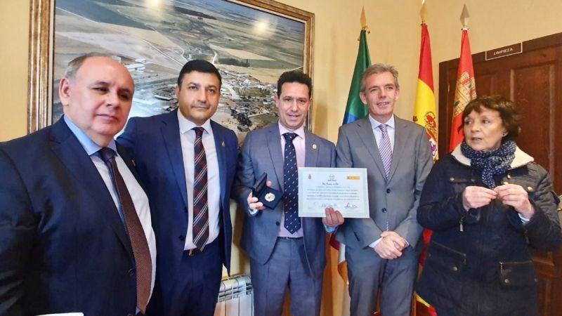 Félix Álvarez de Alba, alcalde popular de Moraleja de Matacabras, recibe el homenaje de la FEMP