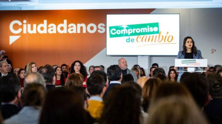 Arrimadas: 'El PSOE lleva mucho tiempo poniéndose en el lado equivocado'