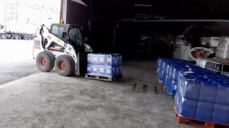La Diputación dota a cada municipio de diez litros semanales de NaClO para desinfectar los cascos urbanos