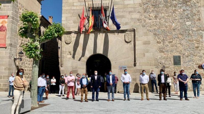 La Diputación guarda un minuto de silencio en memoria de los fallecidos durante la pandemia de la COVID-19