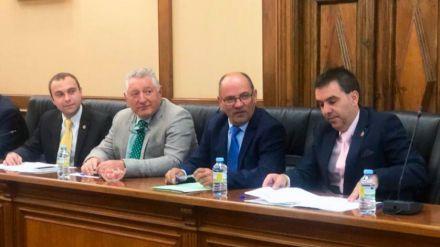 Por Ávila lamenta la 'falta de ambición' y la 'sumisión' del presidente de la Diputación