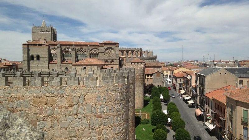 Se mantiene la peatonalización en Duque de Alba y San Segundo y el Arco del Rastro