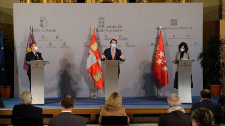 Mañueco anuncia el cierre perimetral de Castilla y León tras la reunión en Ávila con Page y Ayuso