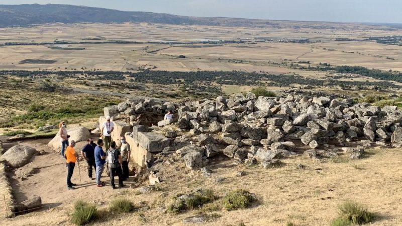 La excavación en 'El Torreón' de Ulaca sigue buscando descubrir la función que tuvo el edificio