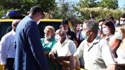 Pedro Sánchez visita Ávila tras el incendio y traslada 'el compromiso total' del Gobierno