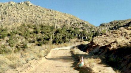 Camino de acceso al depósito de agua de Navalacruz