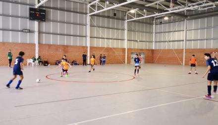 Voleibol y fútbol sala arrancan en Las Navas del Marqués con 150 escolares de toda la provincia