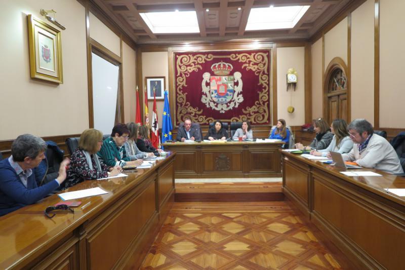 La Diputación de Ávila invitará a los ayuntamientos de la provincia a que se adhieran al programa espacios libres de violencia de género