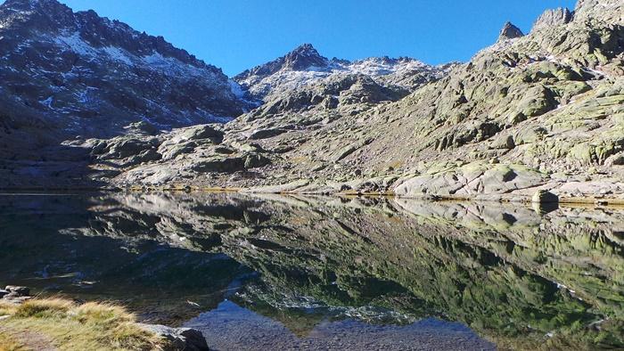 Evacuada una senderista tras caerse en la Sierra de Gredos