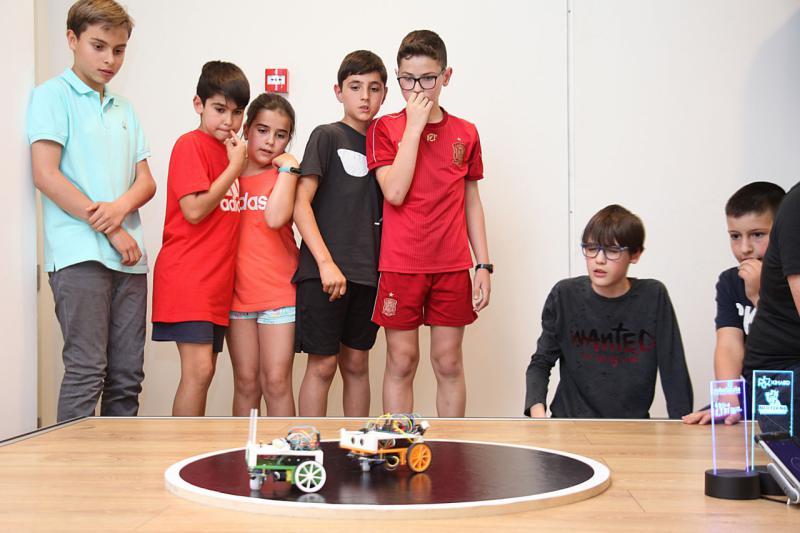 """El robot """"AC/DC"""" ganador de la RoboCup Ávila 2019, el primer campeonato provincial de Sumo-Robot"""